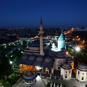 Hz.Mevlananin dogumunun 800. yili nedeniyle Konya Ataturk Stadyumunda 300 semazenin katilacagi bir organizasyon duzenleniyor. Konya Mevlana Muzesi yaninda bulunan Selimiye camii serefesinden kusbakisi gorunusu. (fotograf:kursat bayhan istanbul zaman 29092007)